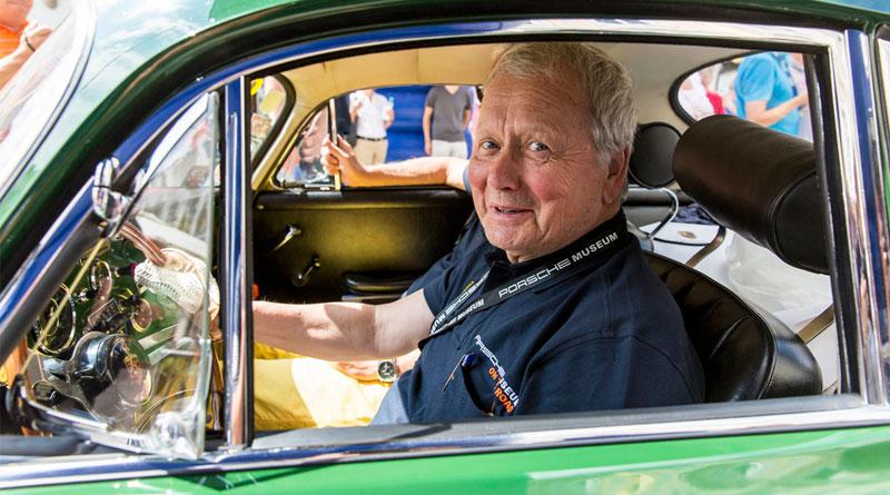 5-Dr.-Wolfgang-Porsche-en-un-Porsche-356-C-Carrera-2-Coupé