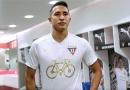 Chevrolet y LDU de Quito presentan camiseta conmemorativa