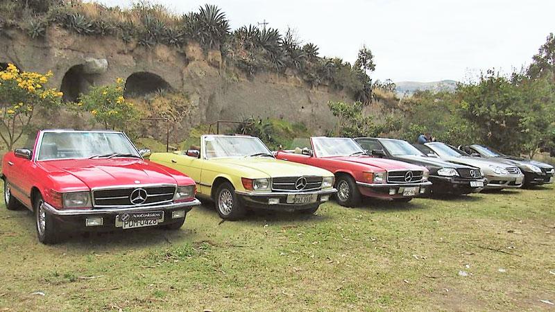 Los Mercedes-Benz se tomaron la ruta Quito-Cayambe