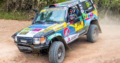 Pese a un vuelco Kike Carreño llega tercero en Rally de Gualaceo