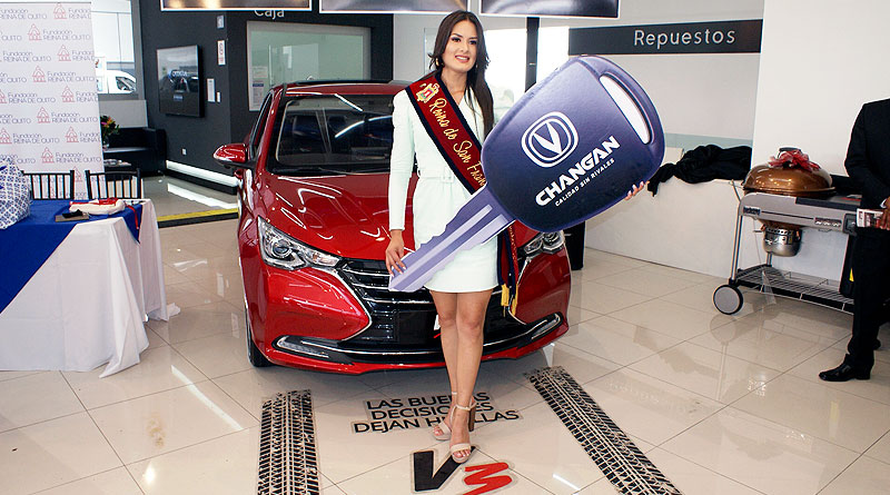 """Primera """"Reina de San Francisco de Quito"""" recibe un Changan V3 Alsvin"""