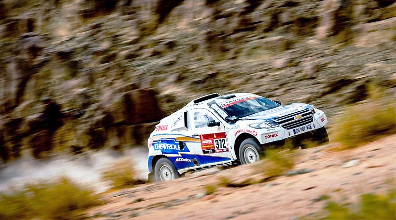 Equipo Chevrolet Dakar remonta varias pociones en la etapa 4