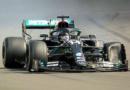 Hamilton gana en casa sobre 3 llantas ante error de Red Bull
