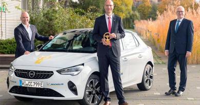 """El Opel Corsa-e, 100% eléctrico, gana el """"Volante de Oro 2020"""""""