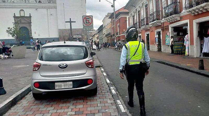 Quito: Miles de infractores mal estacionados en Centro Histórico