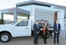 Maestra visitaba a alumnos en su vehículo y recibió una Nissan NP300