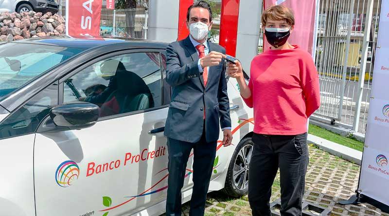Banco ProCredit amplía flota de autos sostenibles con 6 Nissan LEAF
