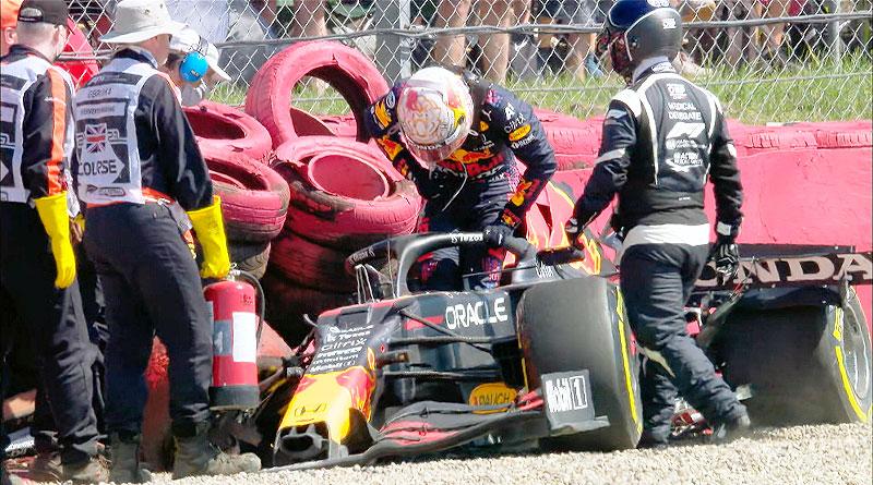 Deslucido triunfo de Hamilton al sacar de la carrera a Verstappen