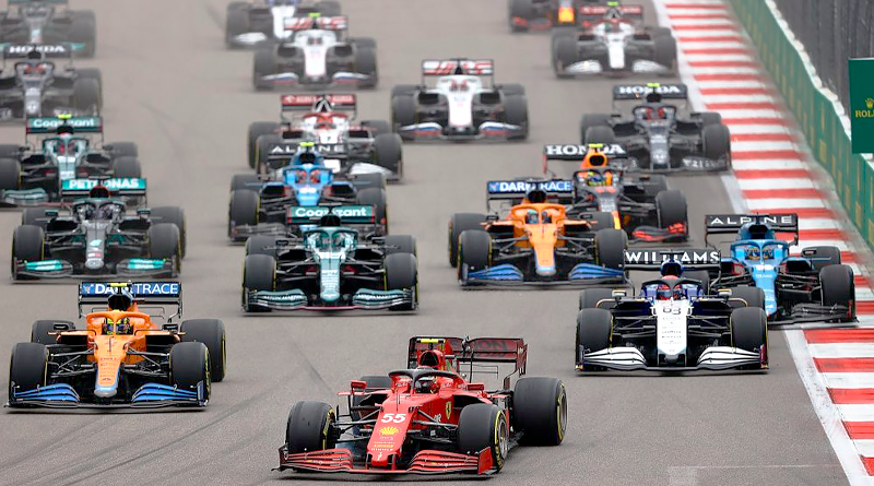 Lewis suma su triunfo 100 en la F1 y Max le sigue a 2 puntos por el Mundial
